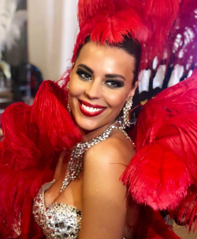Одна из наших чудесных танцовщиц. Модель.