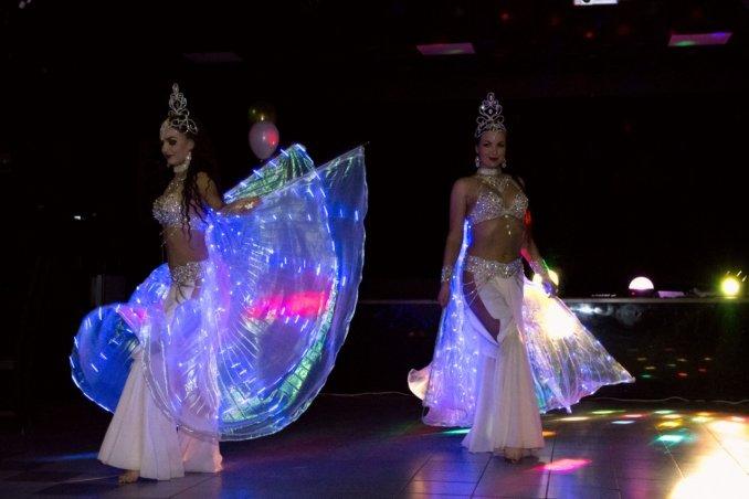 Светодиодное шоу, световые крылья, восточное шоу.