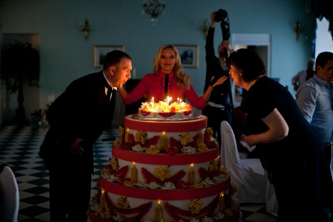 Танец из Торта. Бутафорский торт-сюрприз.