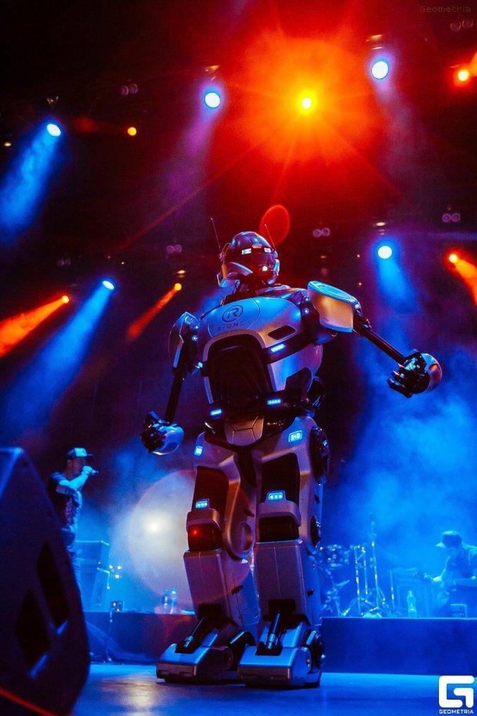 Робот R-ONE