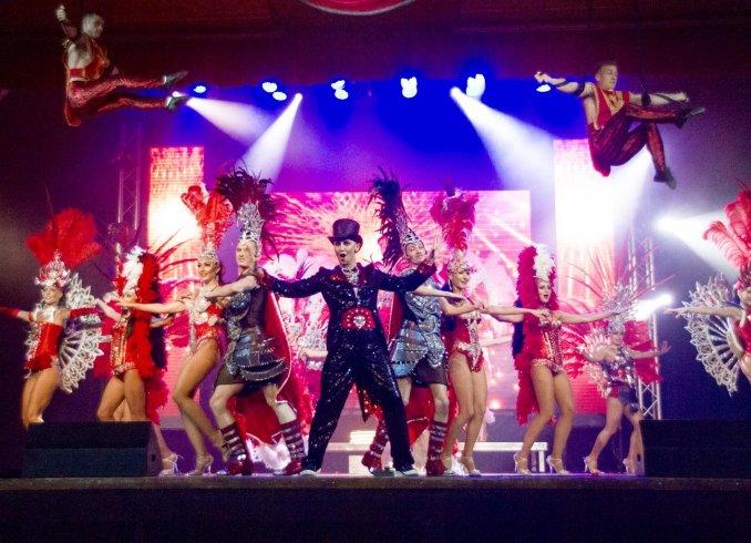 GRAND SHOW  Тут собраны профессионалы своего дела ,от 12 до 20 человек (акробаты, танцоры , вокалисты, актеры различных жанров, участник шоу Lord of t