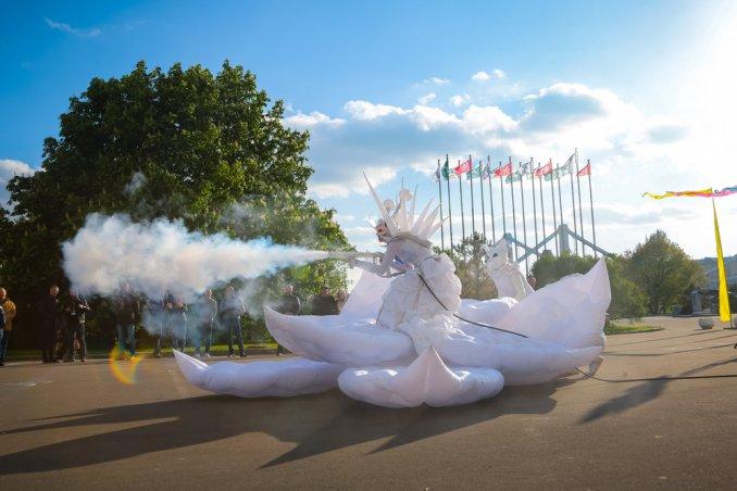 Белая королева  и Лотос - световое интерактивное представление