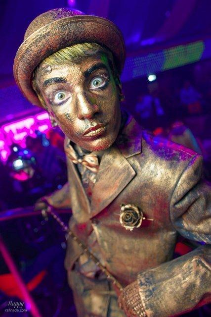 Живая статуя Бронзовый джентльмен