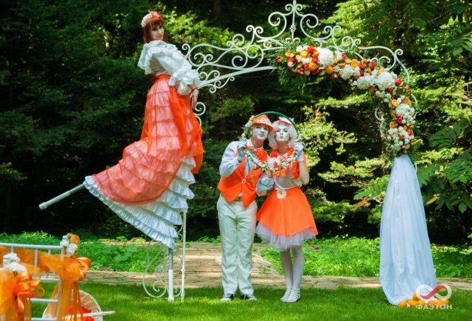 Мимы и ходулист Апельсинки