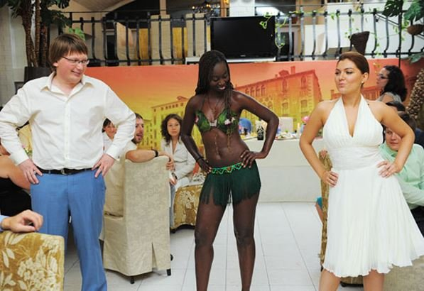 Моника Мендес и ее афро-шоу