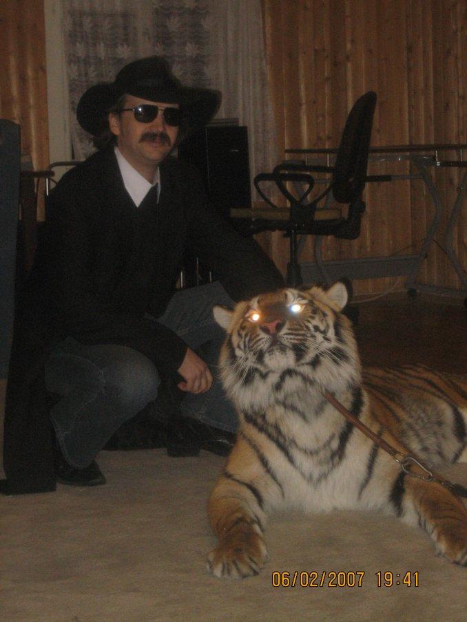 А-ап! И тигры у ног моих сели!
