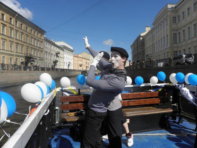 Речной Карнавал в Санкт-Петербурге.
