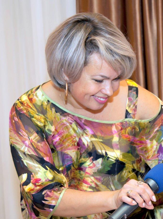 Ведущая Татьяна Кулакова.
