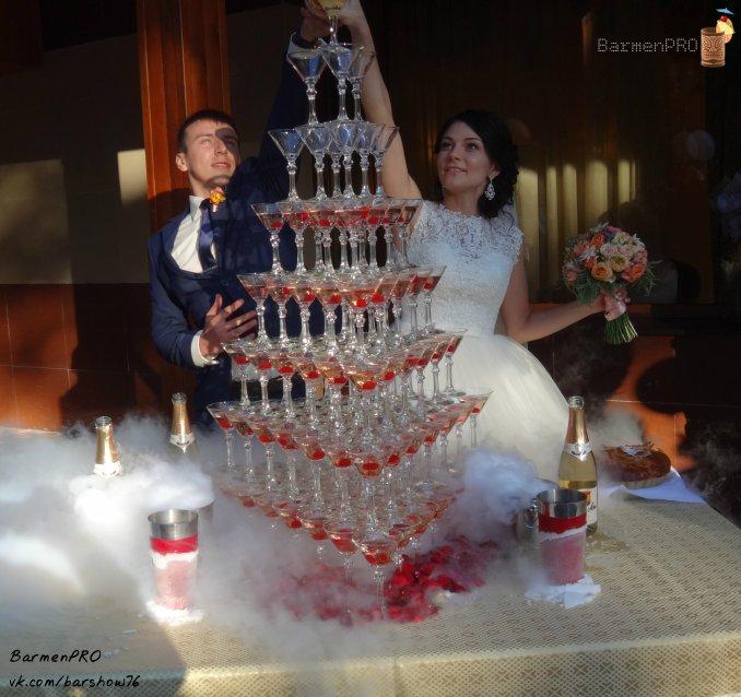 """""""Королевская"""" пирамида на 120 бокалов."""