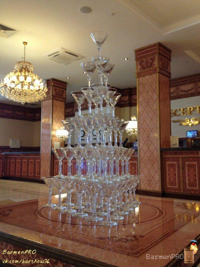 Пирамида под шампанское. sk Royal