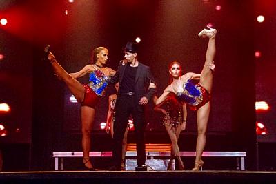 GRAND SHOW  Тут собраны профессионалы своего дела ,19 человек (акробаты, танцоры , вокалисты, актеры различных жанров, участник шоу Lord of the dance