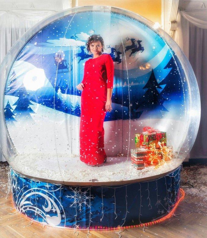 "Фотозона ""Волшебный шар"" со снегом."