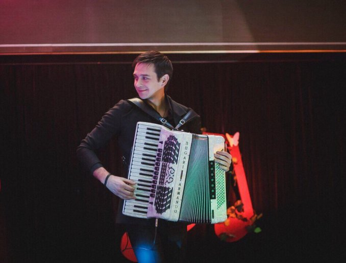 Dmitriy Ponomarev Music