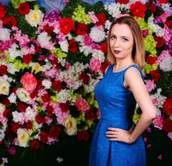 Студийное позитивное фото Марии Кочубей