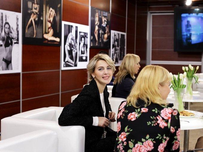 зона отдыха и место общения на Lingerie Fashion Week,