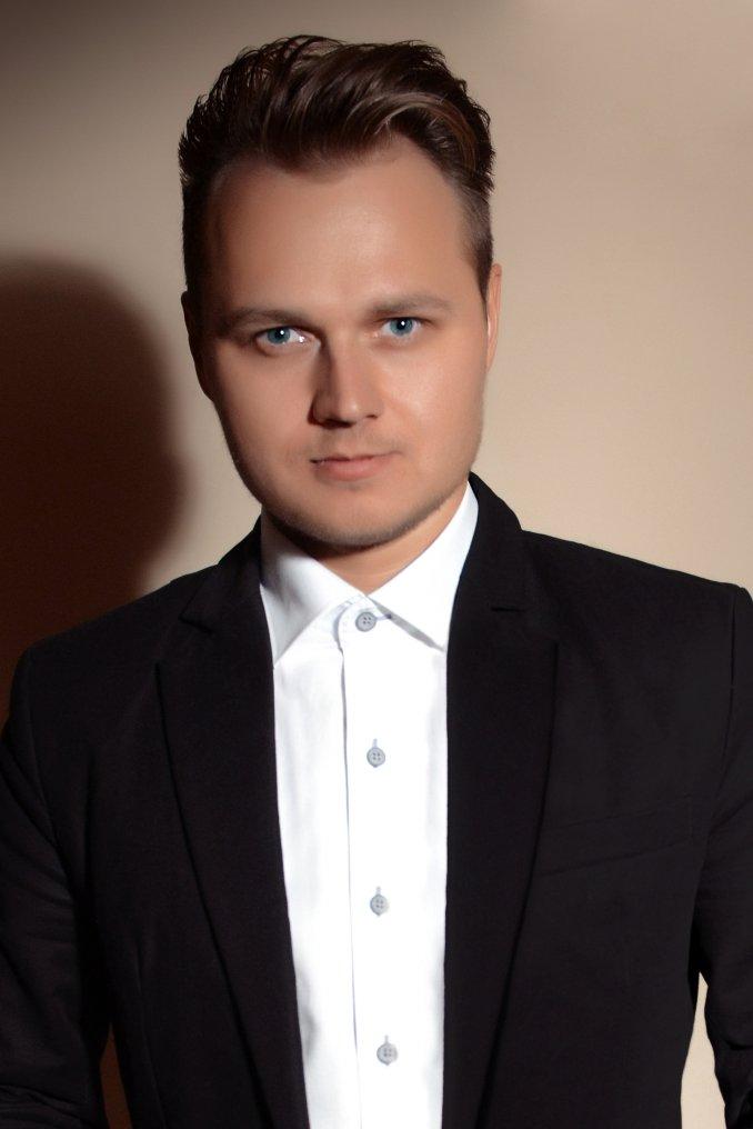 Ведущий Виктор Шаров