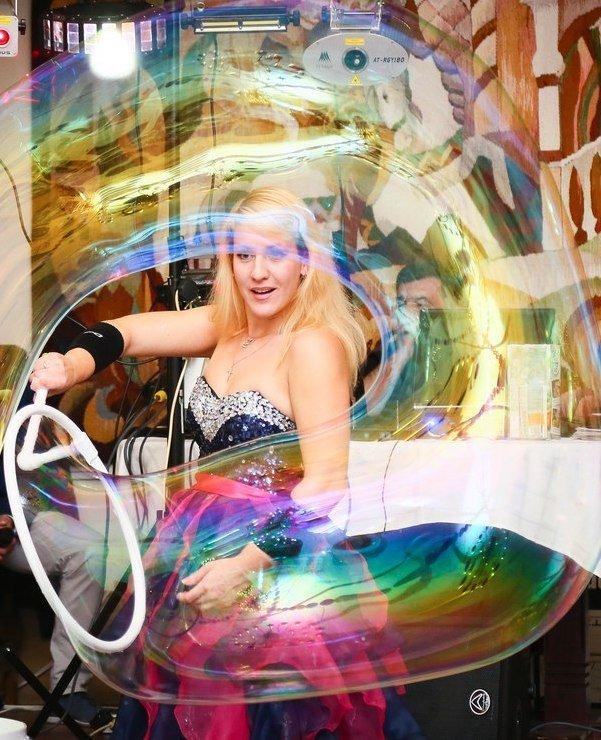 Шоу Гигантских мыльных пузырей Маршовой Ксении