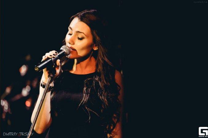 Певица Ксения Соловьева