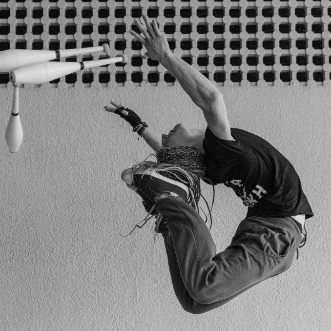 Жонглёр-акробат