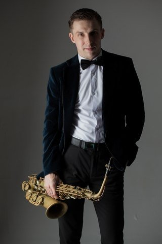 Саксофонист Сергей Новоселов