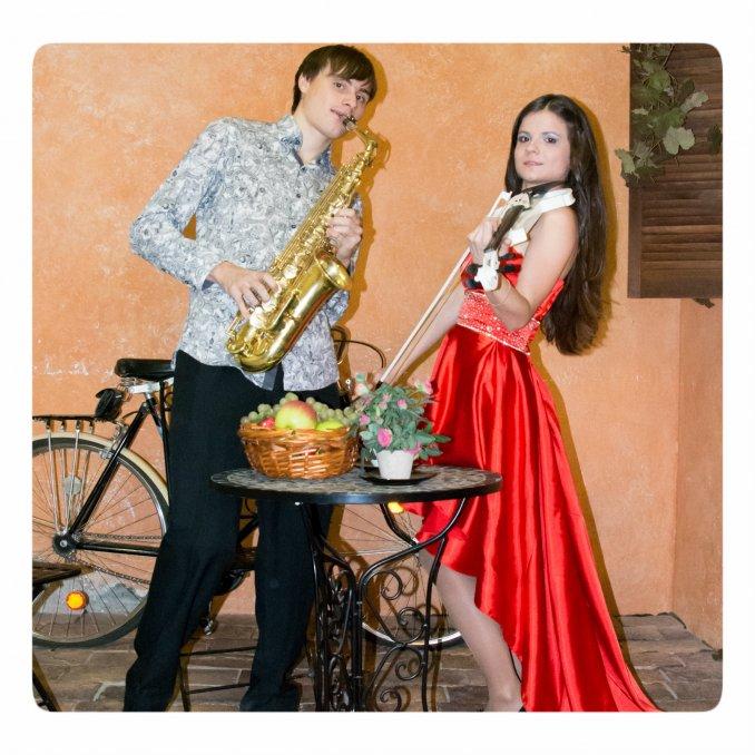 Дуэт скрипачки и саксофониста Reforte