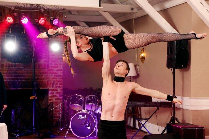 """Цирковые артисты акробатический дуэт """"DiaLin"""""""