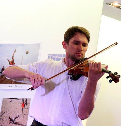 Arkadio - violinist for weddings