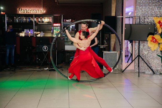 CRAZY STILTS - Танцевально-акробатический дуэт: колесо Сира, LED-куб, акробатика на ходулях!