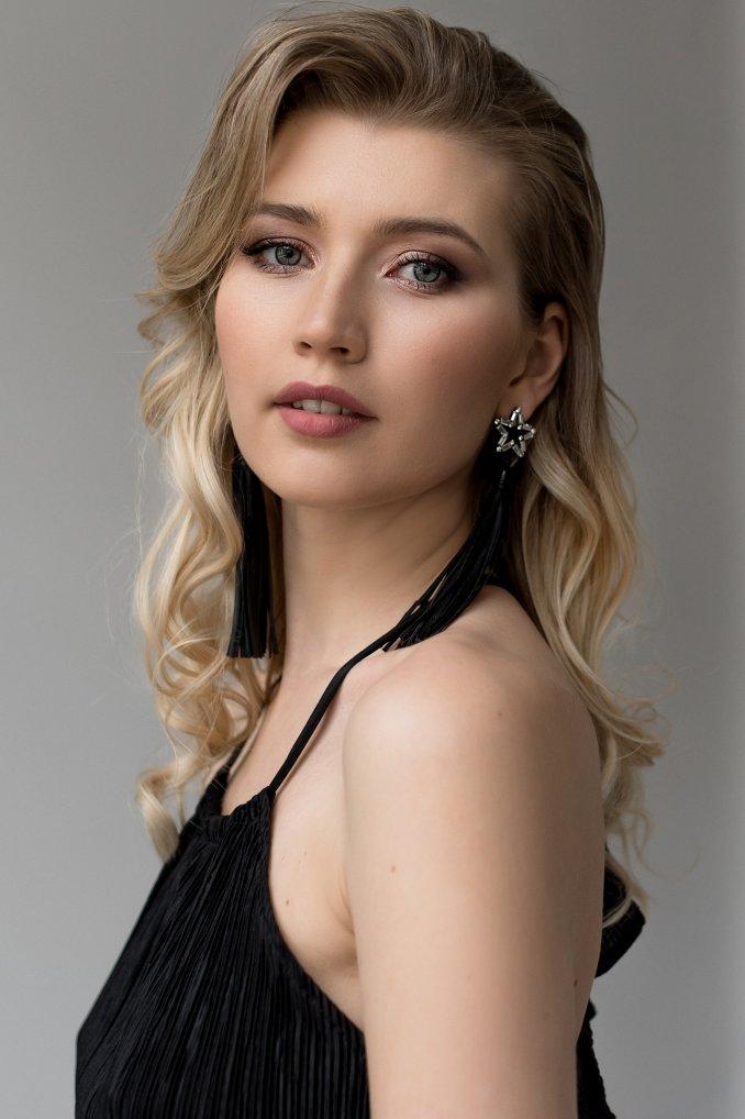 Певица Анна Тверетина