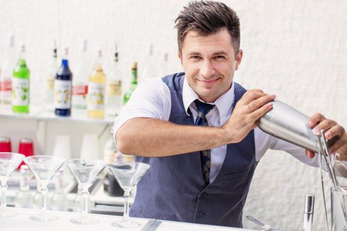 Захватывающее бармен-шоу от чемпиона Олега Леженко