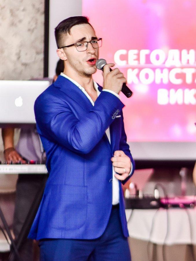 Вокалист-скрипач КОСТРЕНКОВ ВИКТОР