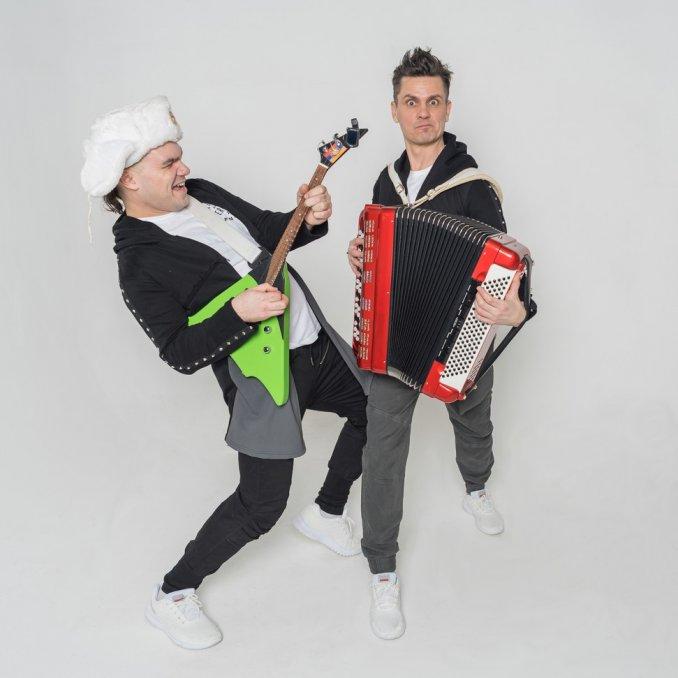 """Show-band """"Bogatie i Znamenitie"""" (Rich & Famous)"""
