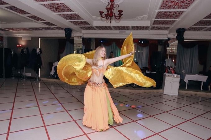 Oriental dance . Bellydance