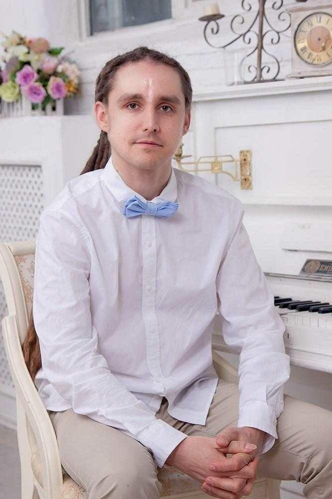 певец Дмитрий Десятников