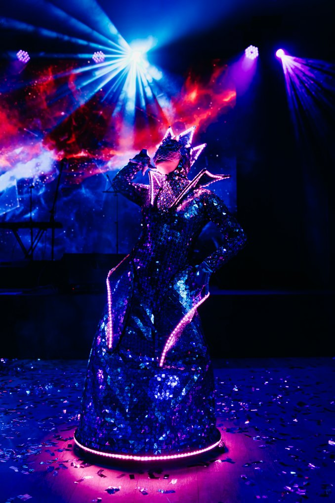 Extravaganza show - World-class LED, mirror and fire show!